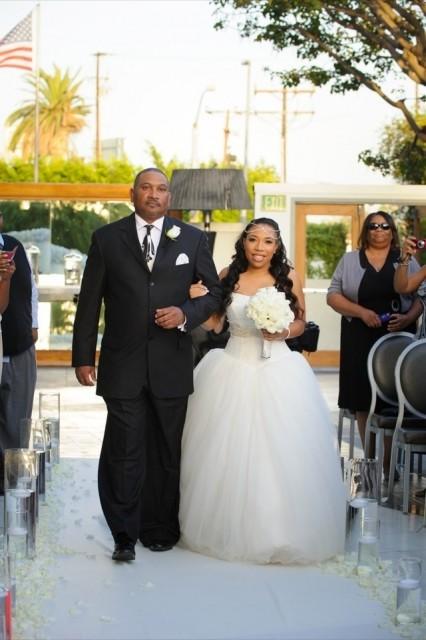 29-Modern-Glam-White-Wedding-Jessica-Elizabeth-Photographers-JET_0168-426x640