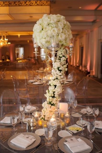 45-Modern-Glam-White-Wedding-Jessica-Elizabeth-Photographers-RWT_1512-Edit-426x640