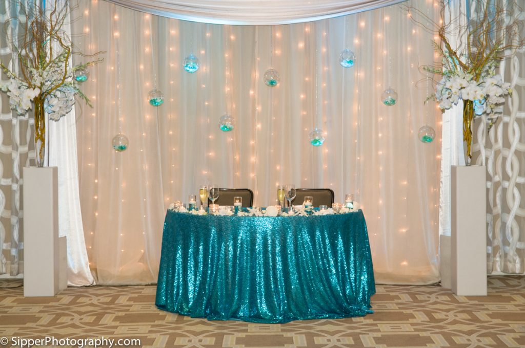 Sweetheart table with turquoise sequin linen